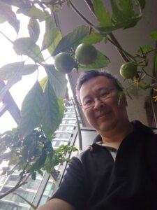 Do Anh Vu with his plants
